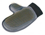 Trixie Щетка-рукавица с шариками 18*24см